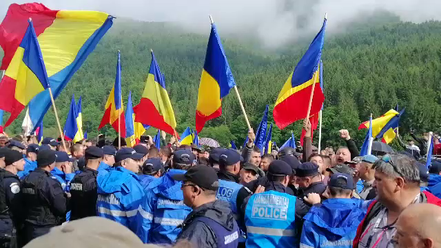 Tensiuni între români și maghiari, la un cimitir din Harghita. De la ce a pornit