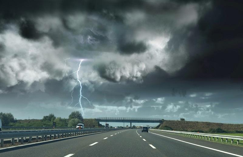 Avertizare de vreme severă. Cod portocaliu de ploi torențiale, vijelii și grindină în țară