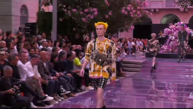 Prezentare de modă Versace în memoria lui Keith Flint, solistul formației Prodigy