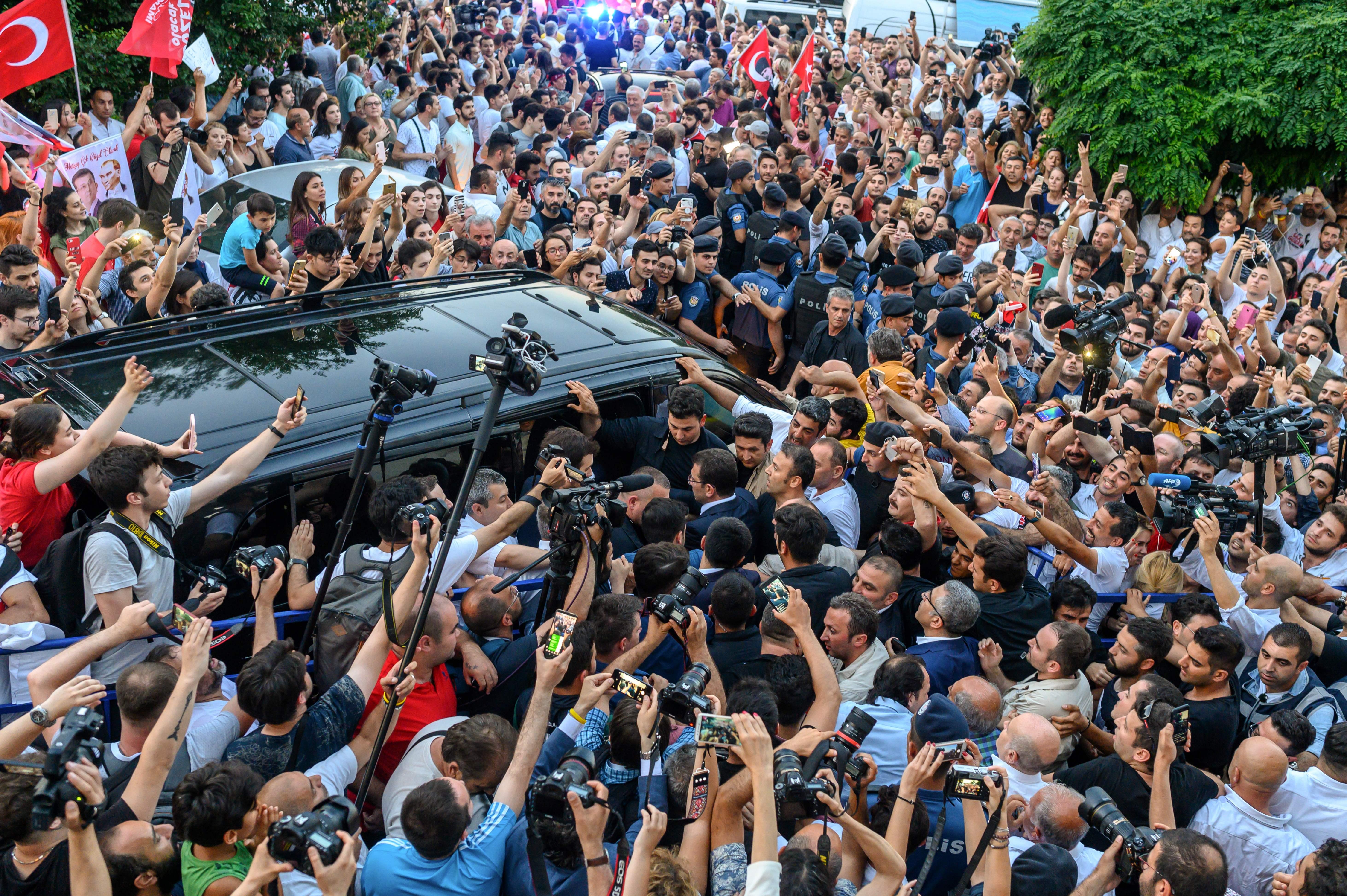 Alegeri Istanbul: Candidatul lui Erdogan își recunoaște înfrângerea. Rezultate parțiale