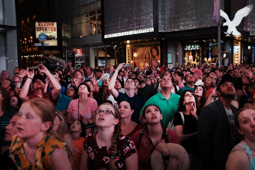 Moment de senzație în Times Square. Cum au reușit 2 frați un nou record istoric. FOTO