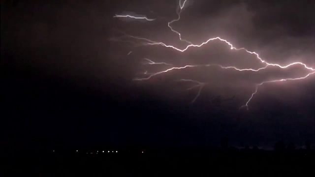 Fenomene meteo extreme în Europa. 15 fotbaliști au fost loviți de fulger
