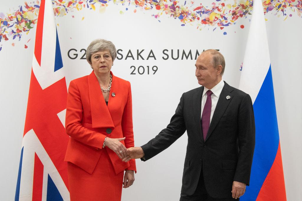 Theresa May i-a vorbit lui Putin despre otrăvirea spionului Skripal. Reacția liderului rus