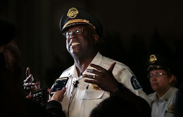 VIDEO. Patru polițiști, împușcați în timpul protestelor din SUA. Șeful lor, în lacrimi în fața presei