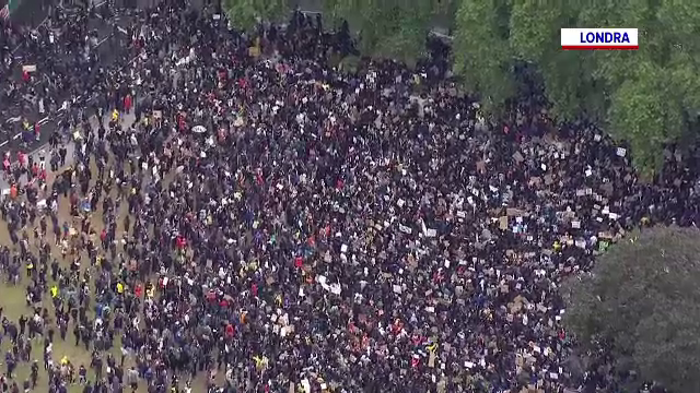 Străzile din Londra, Paris, Dublin și Berlin, invadate de protestatari. Premierul care li s-a alăturat manifestanților
