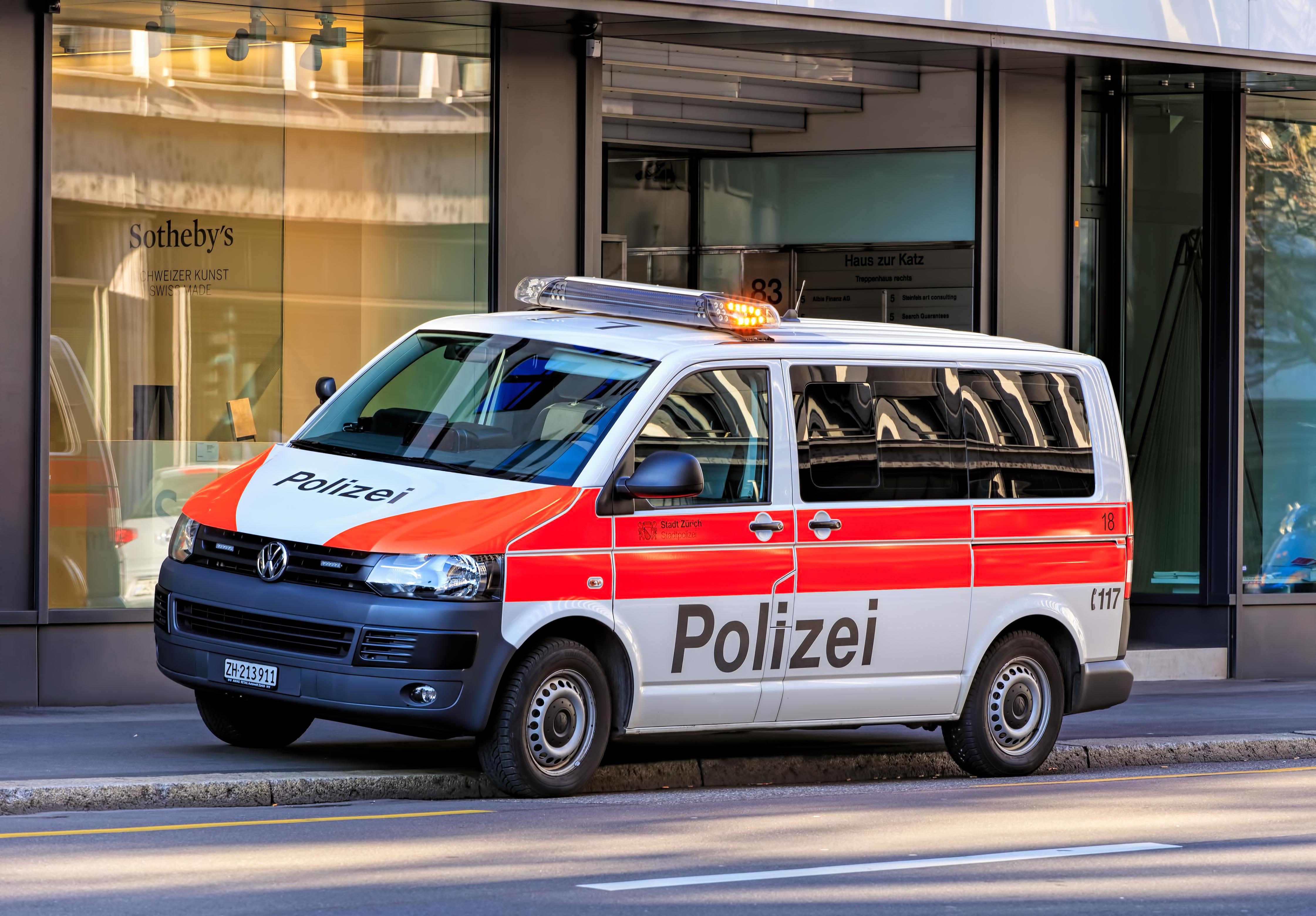 Mii de persoane au participat la o manifestație ilegală în Elveția. Pentru ce au protestat