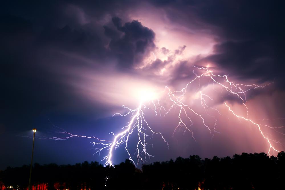 Cod portocaliu de ploi torenţiale şi vijelii în 31 de judeţe. HARTA zonelor afectate și recomandările autorităților