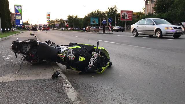 Un motociclist a murit după ce a căzut pe șosea. Nimeni nu înțelege ce s-a întâmplat