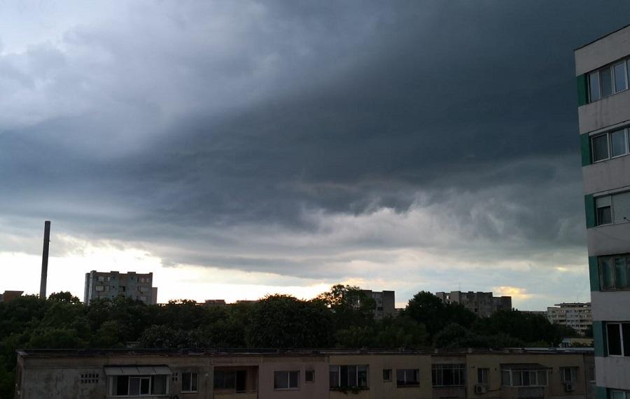 Avertizare de vreme severă imediată. Cod portocaliu de ploi torențiale în București și alte 2 județe