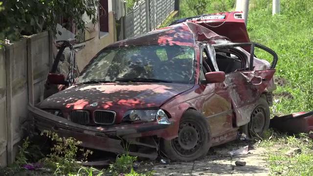 Tragedii în lanţ, produse de şoferul unui BMW. Fiul său de 5 ani a murit pe loc