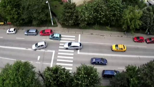Biliard cu mașini. Cum a creat un carambol un taximetrist din Bacău