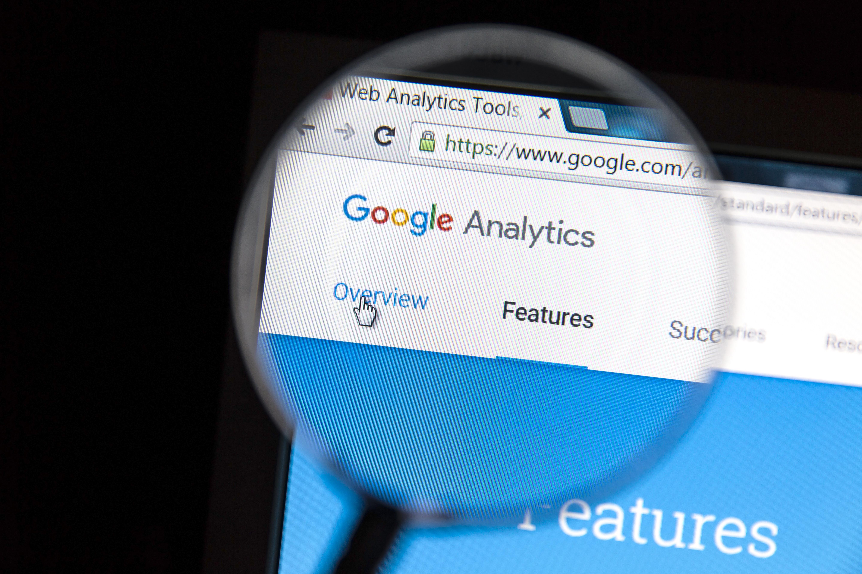 Atacuri cibernetice cu Google Analytics. Cum sunt furate datele cardurilor de credit