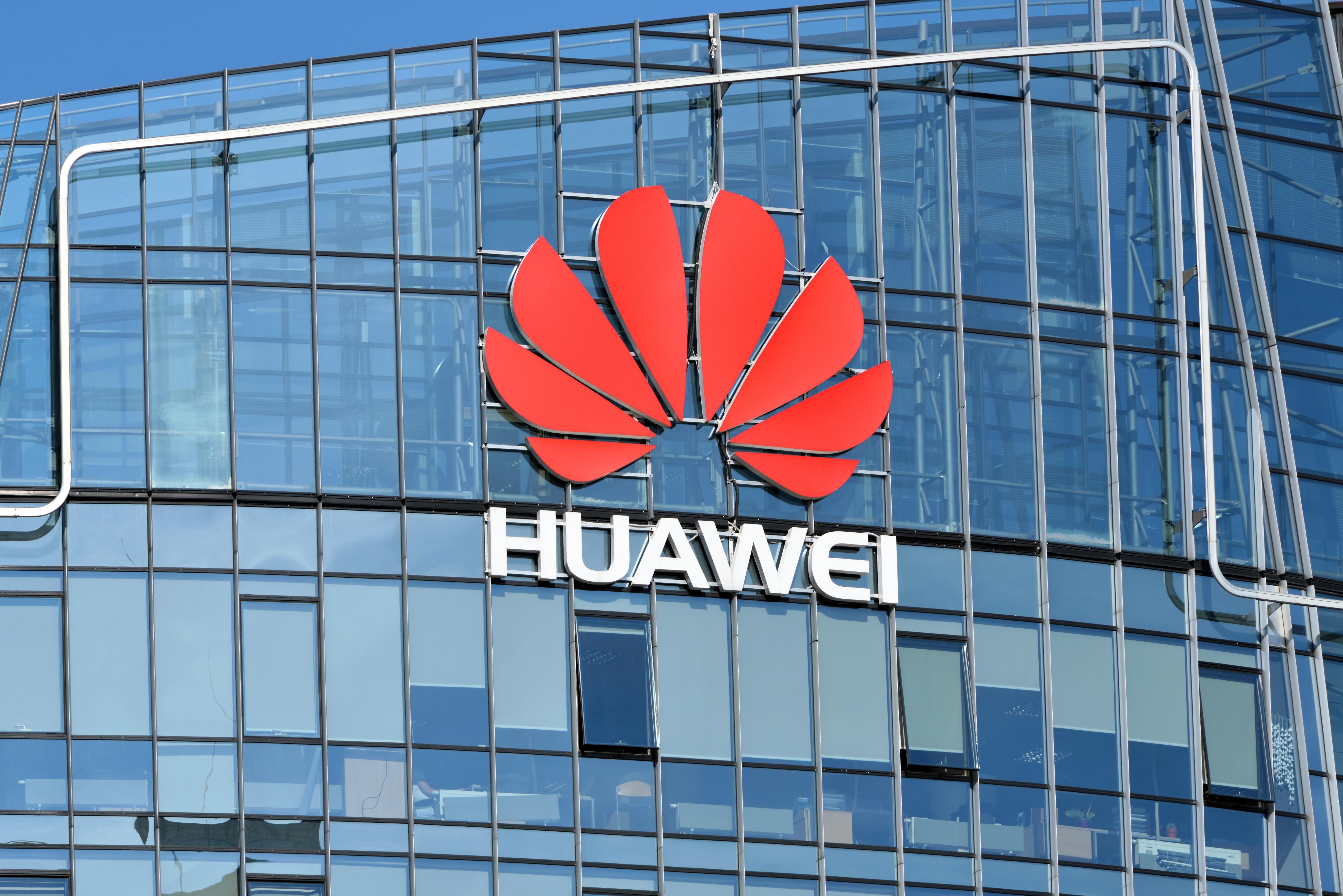 Lista neagră întocmită de Pentagon. Huawei, printre companiile care ar fi deținute de armata din China