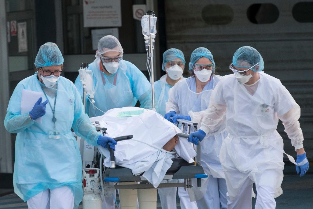 Raport al experților: Epidemia a fost în mare parte ascunsă. China şi OMS puteau acţiona mai rapid