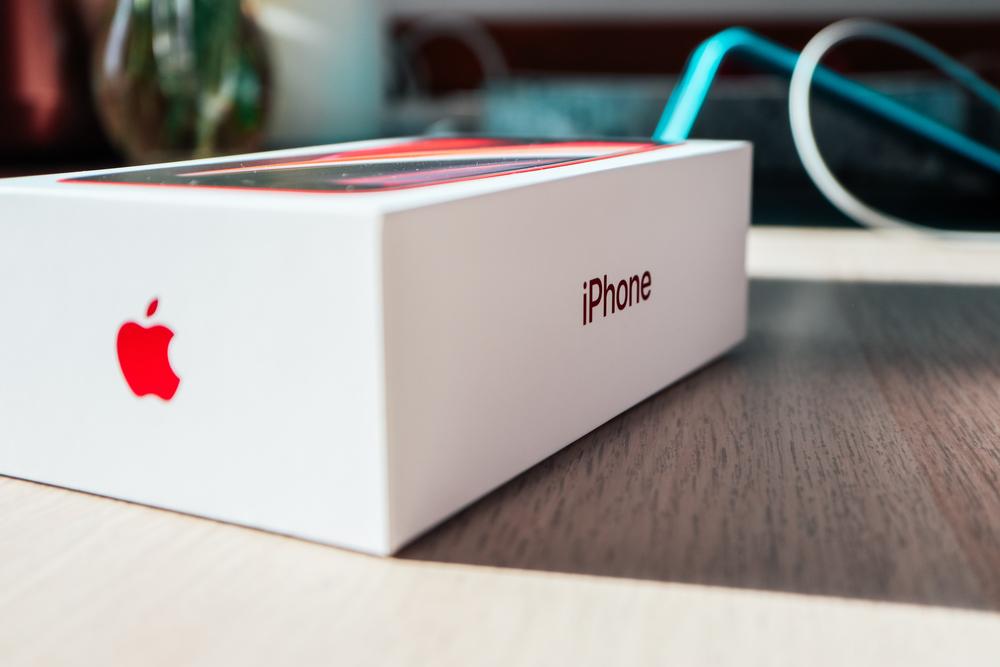 Următorul iPhone ar putea avea funcţie de comunicare prin satelit