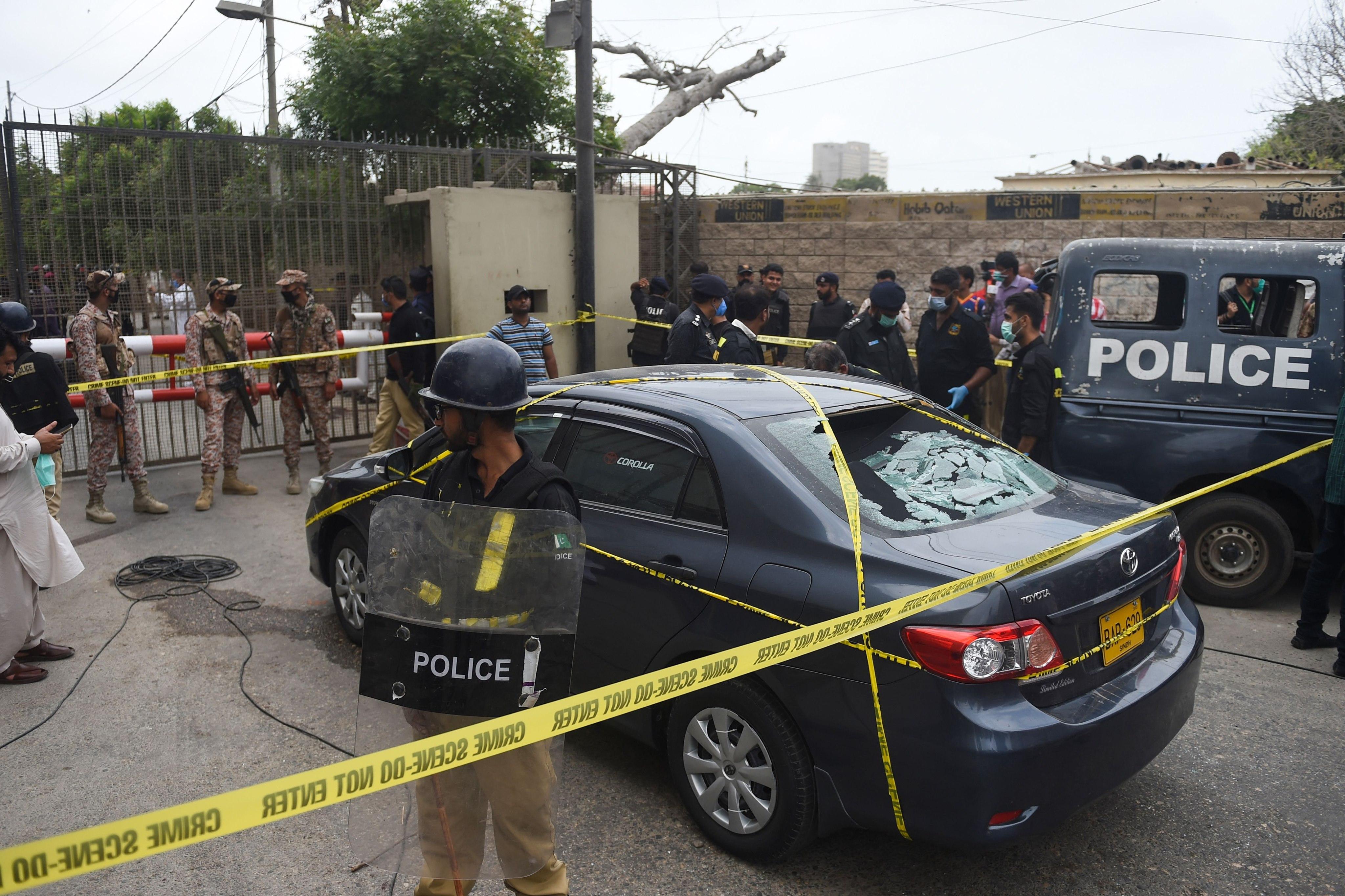 VIDEO. Atac terorist în Pakistan. Bursa din Karachi, atacată cu puști de asalt și grenade. Teroriștii au fost uciși