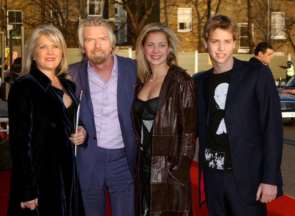 Fotografie de familie a miliardarului Richard Branson, descoperita in Vaslui. Cum a fost posibil