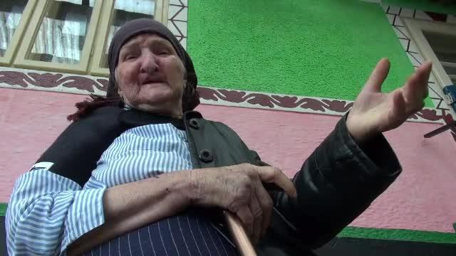 """Poveste cumplită. Un bărbat a încercat să-și arunce mama bătrână în fântână: """"Tare am mai răcnit"""""""