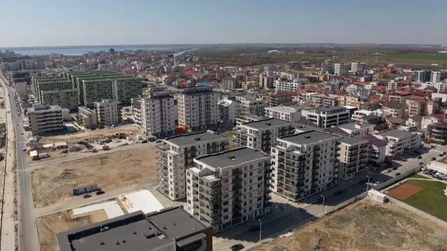Casele noi, mai scumpe decât înainte de pandemie și prețurile continuă să crească. Băncile par a crea o nouă bulă imobiliară
