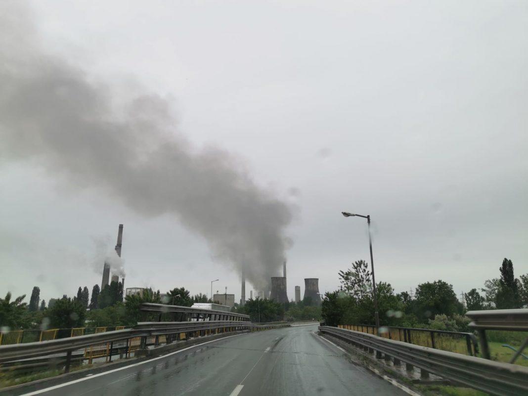 VIDEO. Incendiu major la o societate de incinerare a deşeurilor periculoase din Prahova. S-a emis un mesaj RO-ALERT