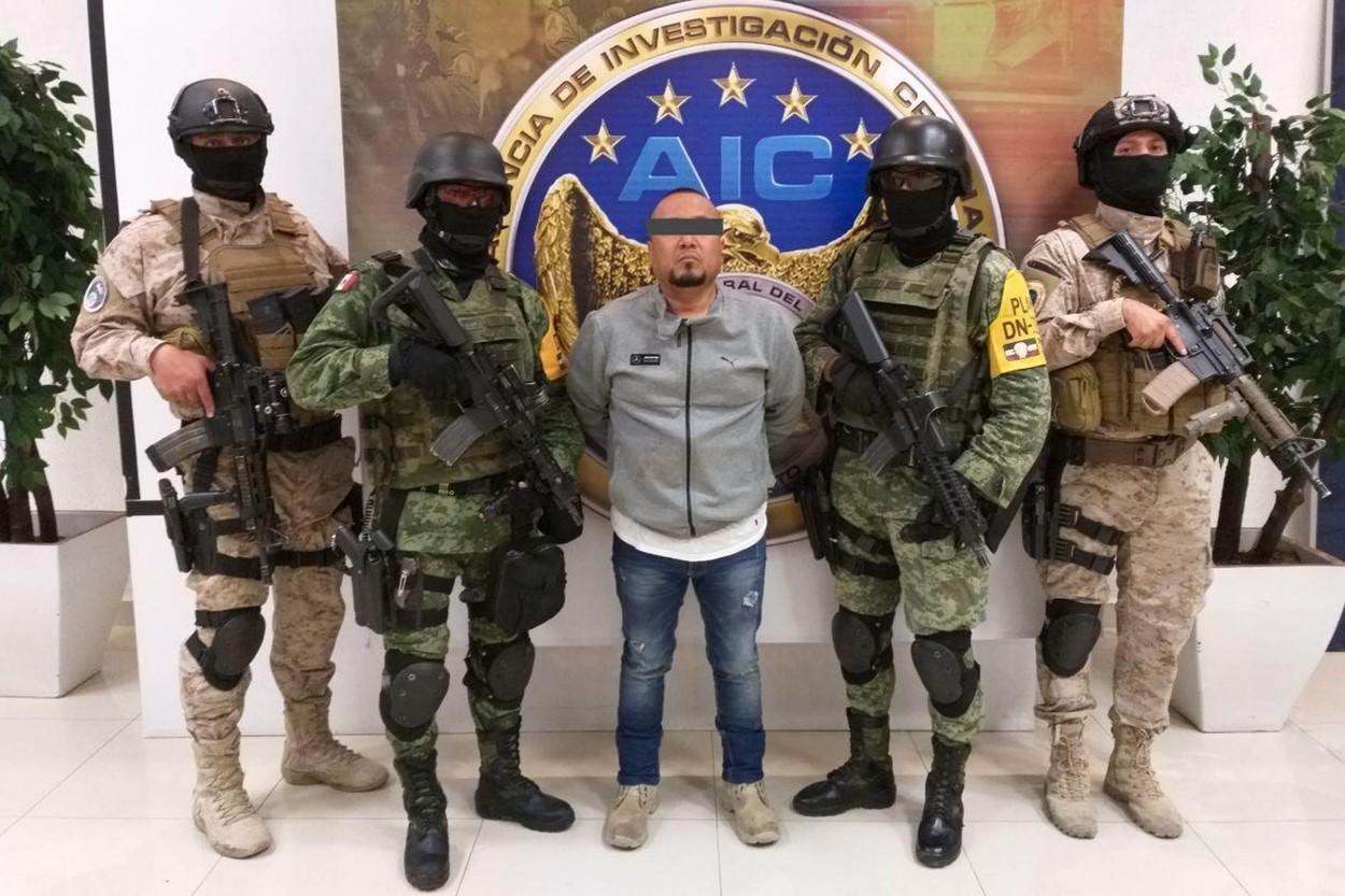 În Mexic, cartelurile de droguri îi vânează și îi ucid pe polițiști la ei acasă