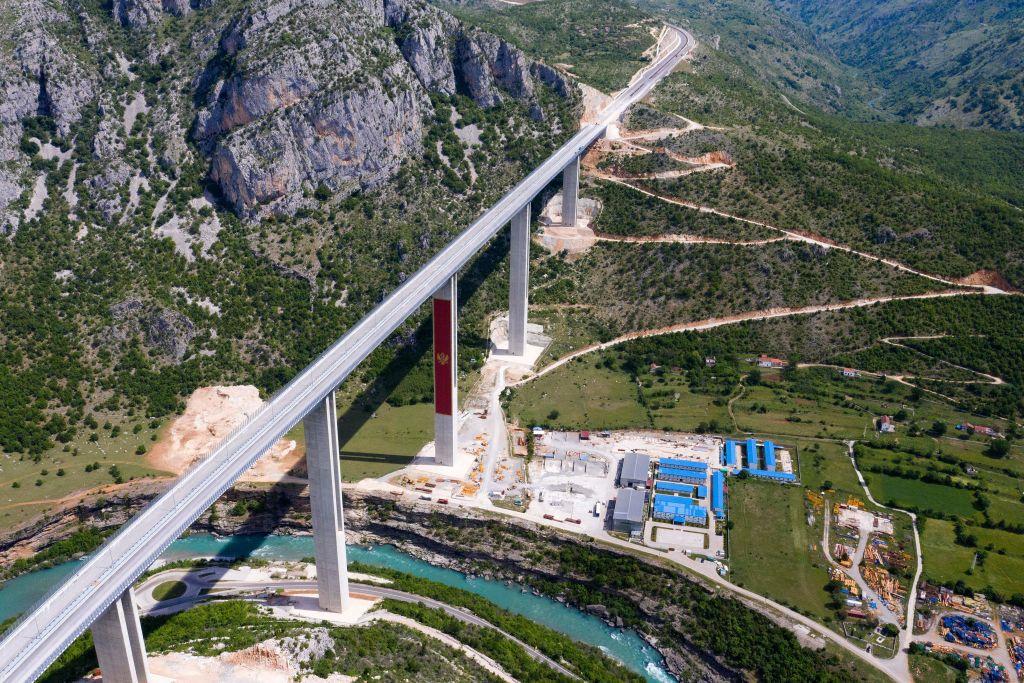 Economia Muntenegrului, la un pas de colaps din cauza autostrăzii construite de chinezi: 1 miliard de dolari, pentru 40 de km