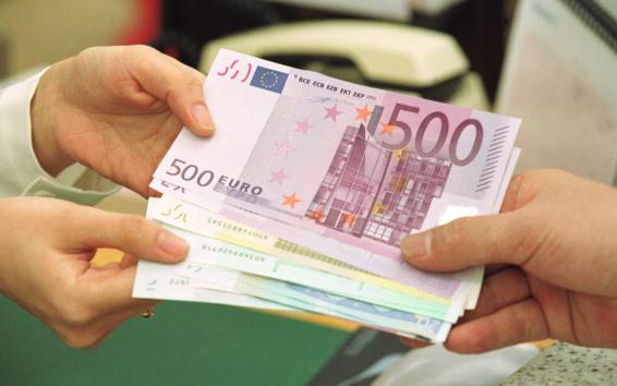 """""""Bani gratis"""" oferiți în Germania. Proiectul prin care autoritățile acordă oamenilor 1.200 € fără ca aceștia să muncească"""