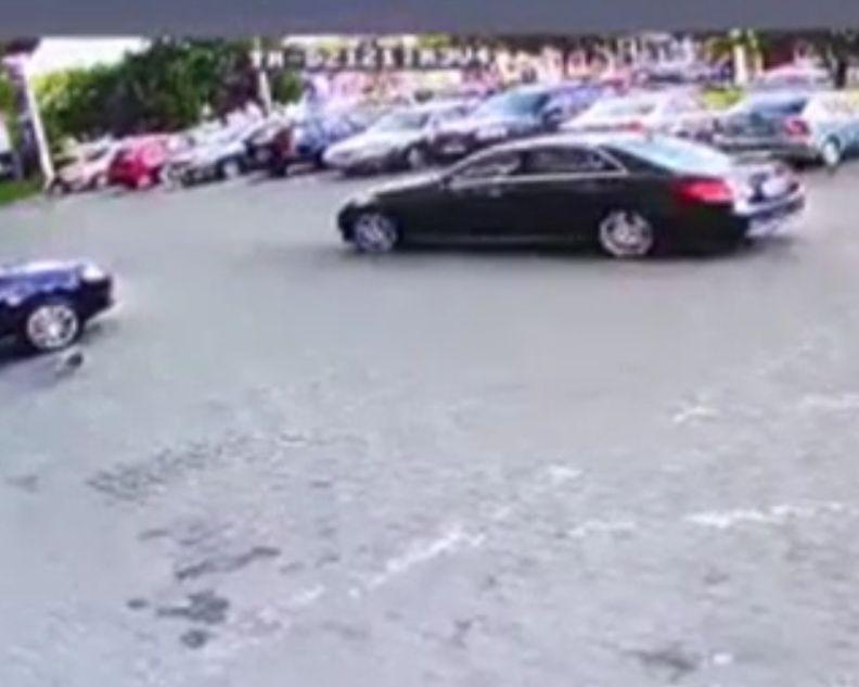 Anchetatorii au reluat cercetarea la fața locului, în cazul asasinatului cu bombă de la Arad