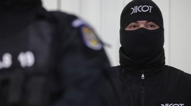 Operațiune mamut a DIICOT: peste 1.000 de mașini și imobile sechestrate într-un dosar de contrabandă cu țigări la Arad