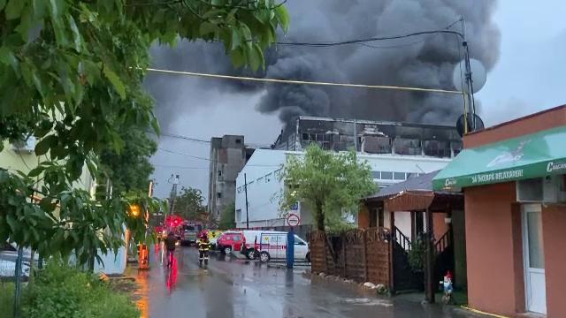Bucureștiul, amenințat de fum toxic după un incendiu provocat de o mână criminală la un incinerator din Prahova