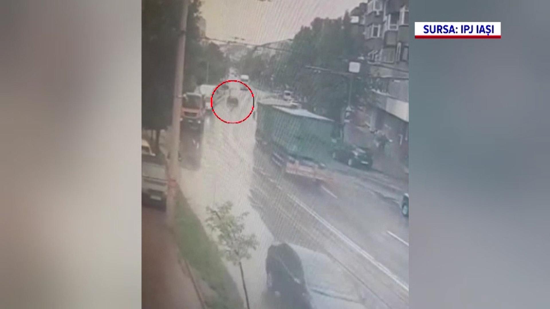 Poliţiştii caută un trecător care a fost cât pe ce să fie călcat de o mașină. Ce riscă șoferul inculpat