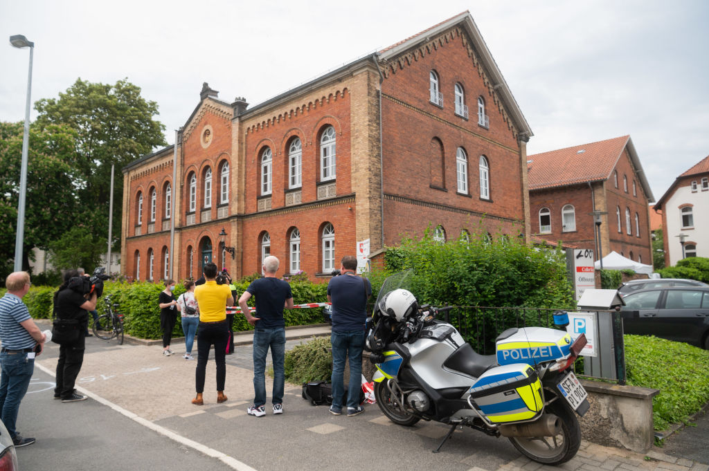 Femeie împușcată mortal în fața tribunalului din Celle, Germania. Atacatorul s-a sinucis