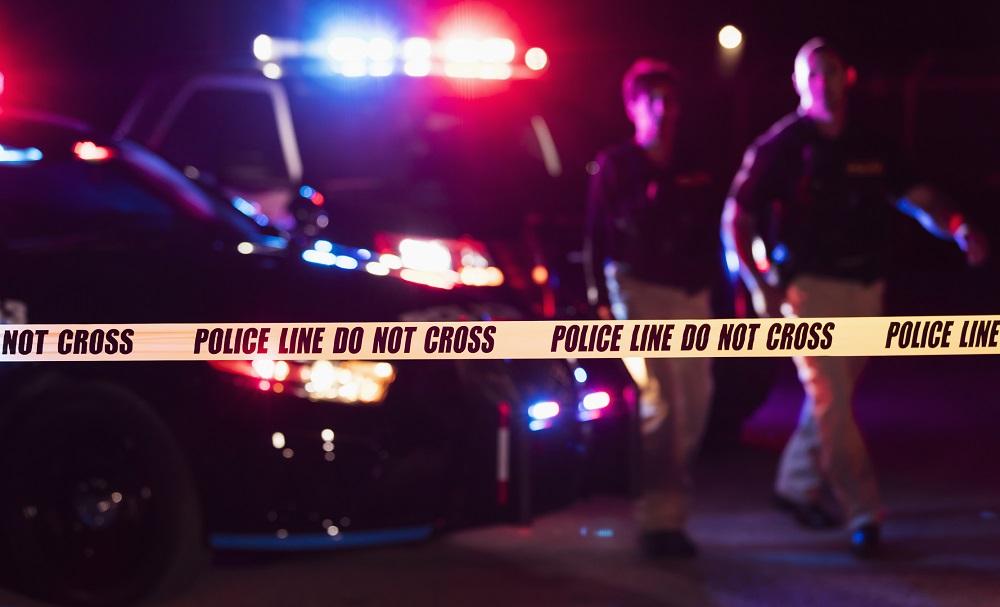 Doi adolescenți au fugit dintr-un centru de plasament, au furat arme și au încercat să omoare câțiva polițiști