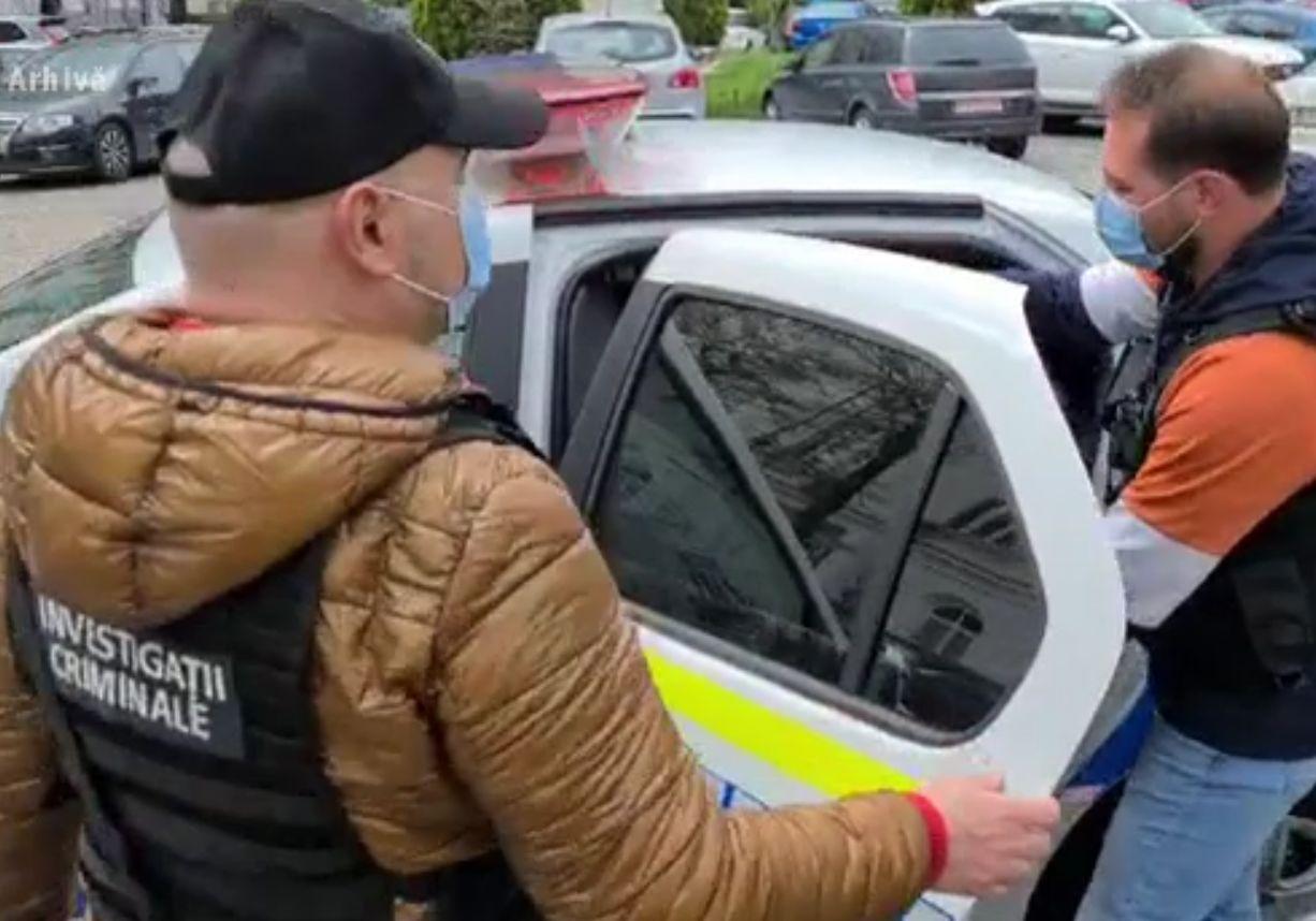 Escrocul care a jefuit copiii bolnavi de cancer, prins în Bihor și adus la București
