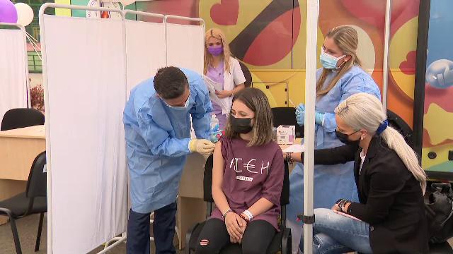 """Cum decurge vaccinarea într-o comună din Călărași. """"Fă-l, mamă, fă-l, că toată lumea face"""""""