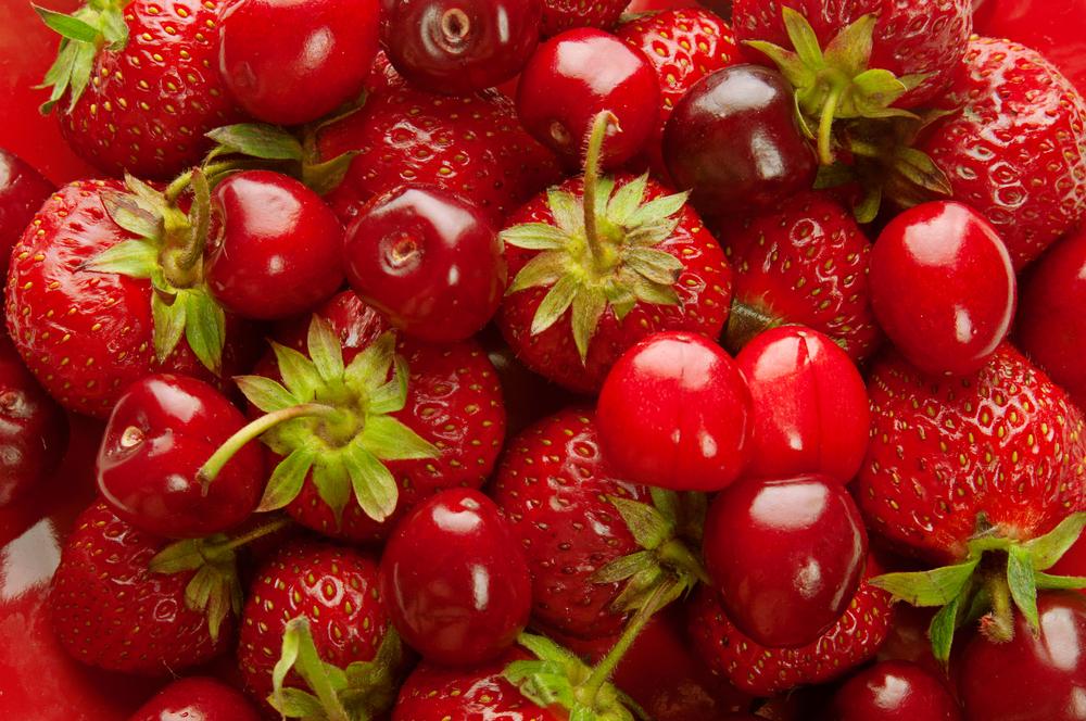 Fructele de sezon trebuie consumate în porții de maxim 300 de grame. Beneficiile căpșunelor și cireșelor