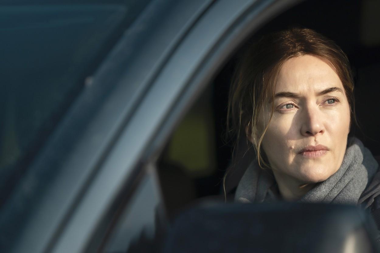 Kate Winslet spune că a refuzat să-i fie micșorată burta într-o scenă amoroasă din noul ei serial