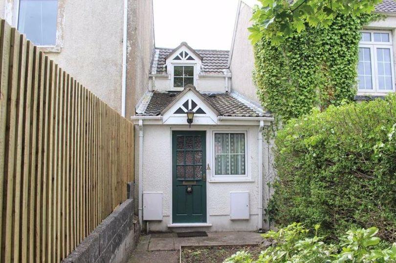 O casă cu o lățime de doar doi metri este scoasă la vânzare în Marea Britanie cu 150.000 de lire