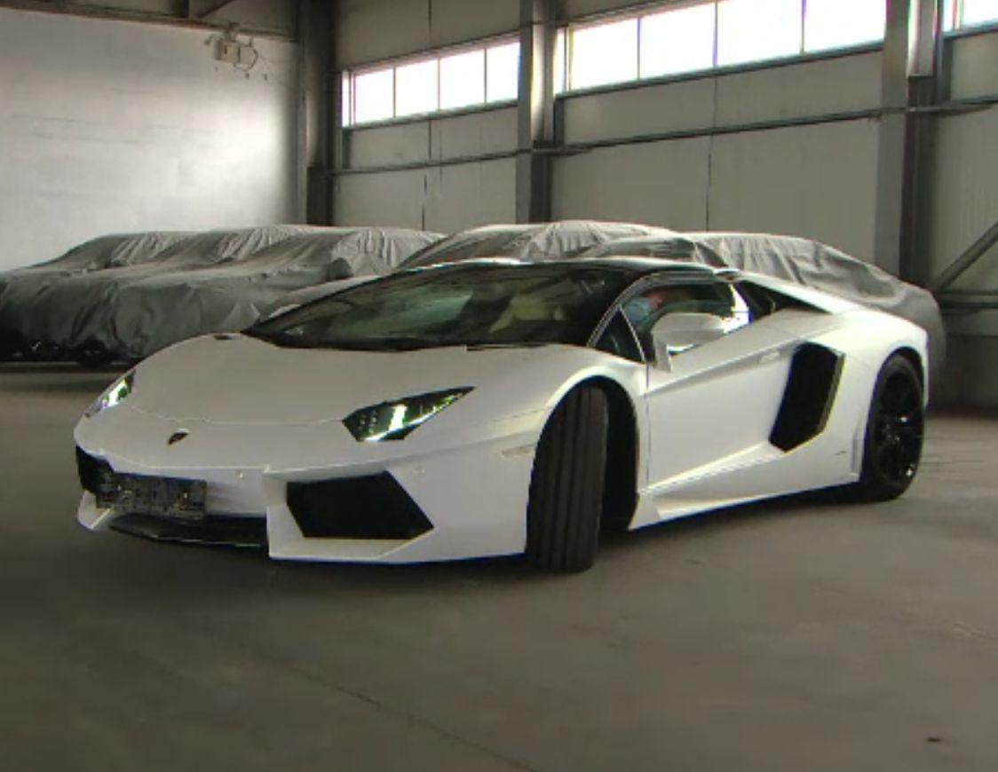 S-a vândut la licitație un Lamborghini Aventador sechestrat de la un proxenet. Statul a obținut peste un milion de lei