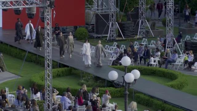 """Romanian Fashion Week, un eveniment cu tradiție la Iași. """"Trebuie să creștem oameni"""""""