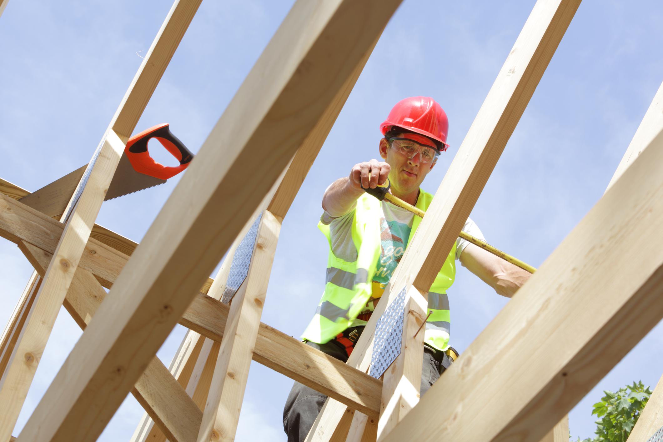 Criză de lemn la nivel mondial. Preţurile materialor de construcții au explodat în ultimele luni
