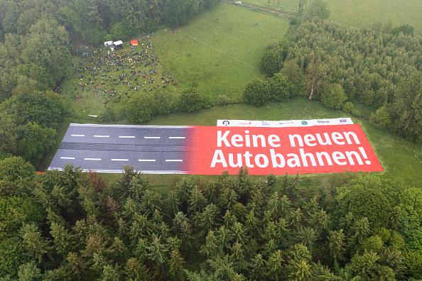 Mii de persoane au protestat în Germania față de construirea de noi autostrăzi