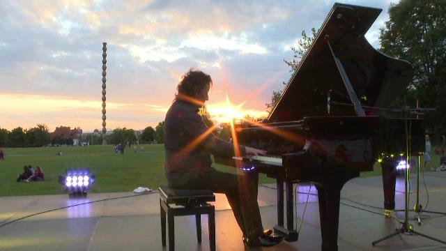 """""""Pianul călător"""", turneu organizat de pianistul Horia Mihail, a ajuns la Târgu Jiu"""