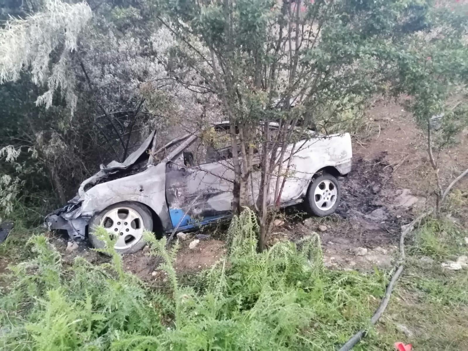 Un autoturism a intrat în parapet și a luat foc în județul Constanța. Toți cei prezenți în mașină ar fi consumat alcool