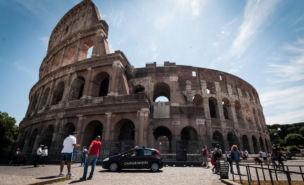 Trupul unui bărbat a fost găsit într-o geantă, în apropiere de Colosseumul din Roma