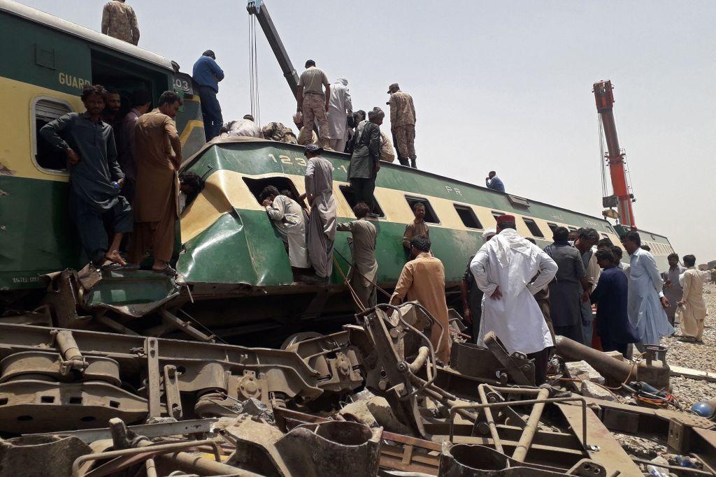 Tragedie în Pakistan. Cel puțin 30 de persoane au murit în urma unui accident de tren