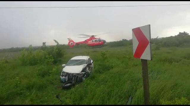 Accident grav pe DN72. Un șofer, grav rănit, după ce mașina lui a fost lovită de semiremorca unui camion
