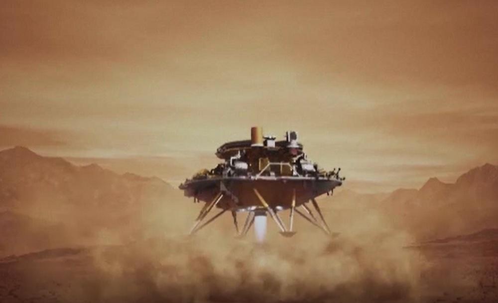 Imagini spectaculoase cu robotul trimis de China pe Marte