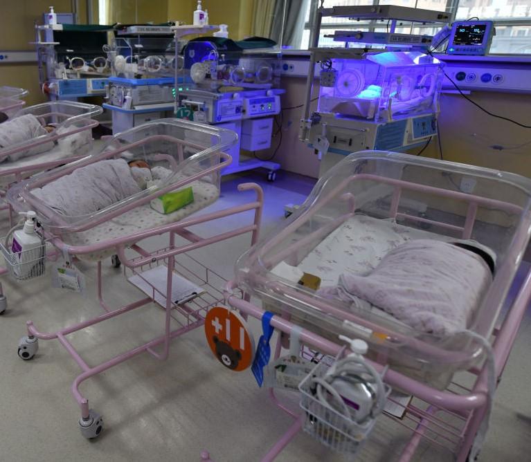 O femeie din Africa de Sud a născut zece copii