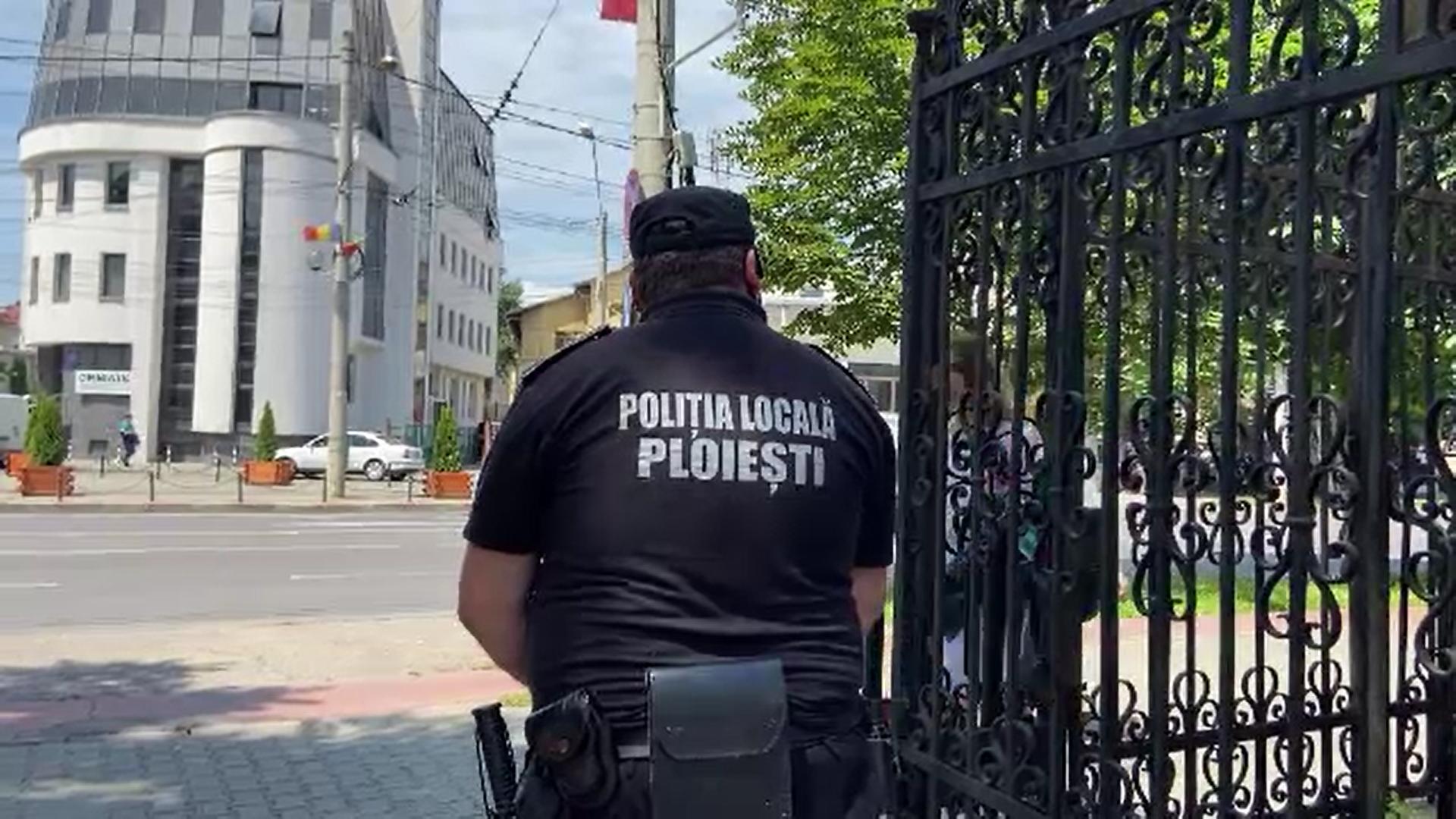 Un poliţist local din Ploieşti a fost lovit cu o piatră în cap după ce a intervenit într-un scandal